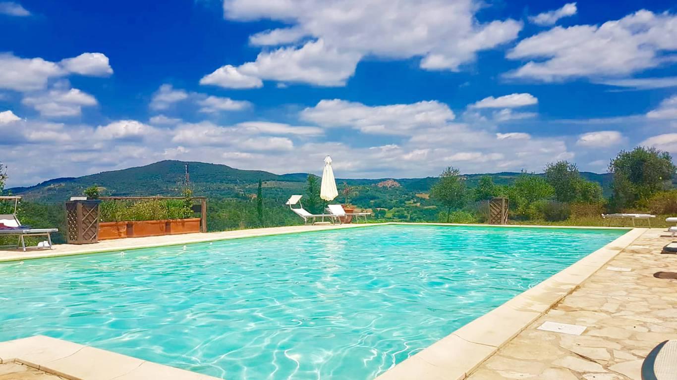 locandavesuna-siena-swimming-pool-c5498d71-eaa0-4998-af1e-18e2b49be081