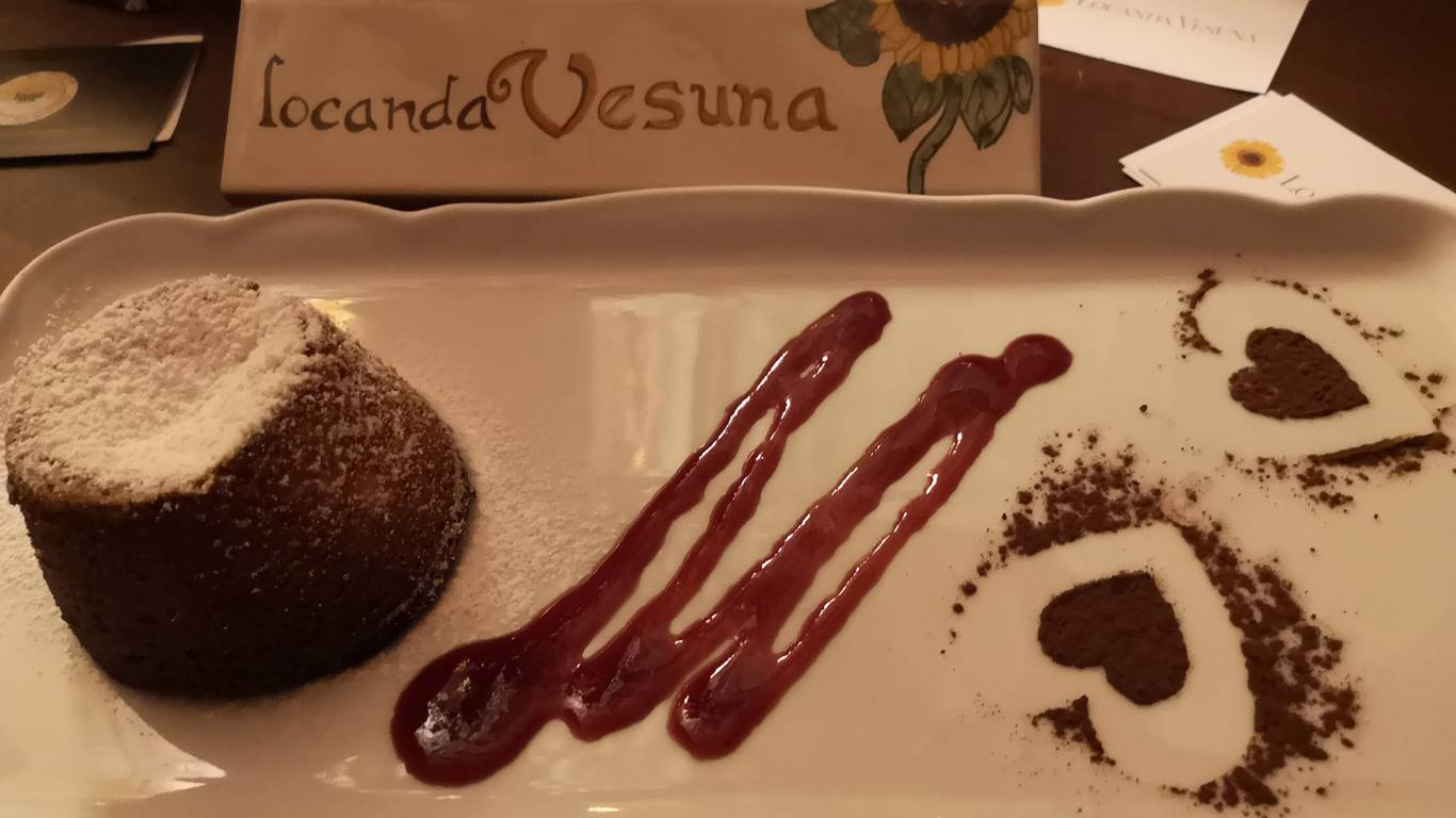 hotel-locanda-vesuna-siena-pastel-chocolate