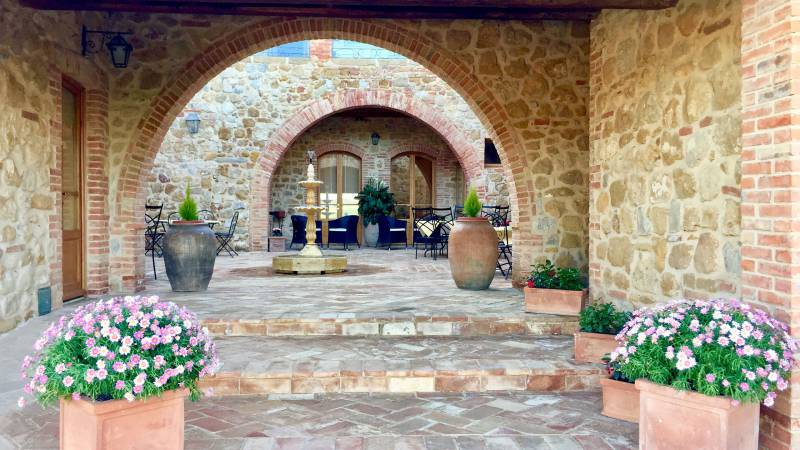 locandavesuna-siena-entrance